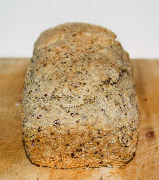 frisch gebackenes Hirse-Joghurt-Brot - The Vegetarian Diaries