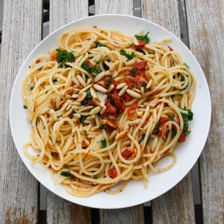 Spaghetti aglio e olio - The Vegetarian Diaries