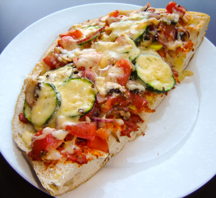 vegetarische Fladenbrot Pizza - The Vegetarian Diaries