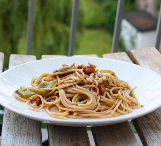 Bohnenpasta mit Pinienkernen - The Vegetarian Diaries