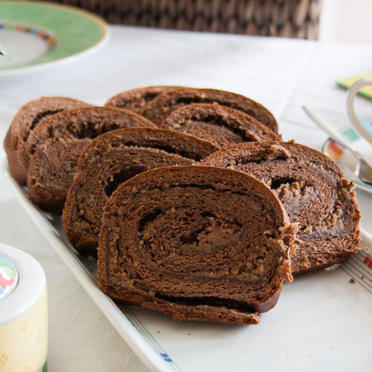 Chocolate-Apple-Hazelnut-Cinnamon-Swirlcake - The Vegetarian Diaries