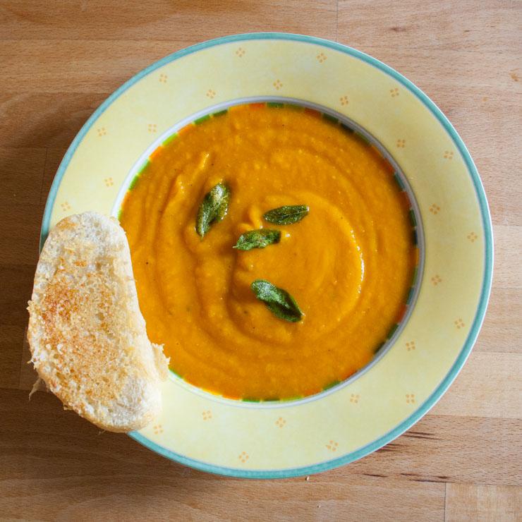 Kürbis-Suppe mit Parmesancroutons - The Vegetarian Diaries