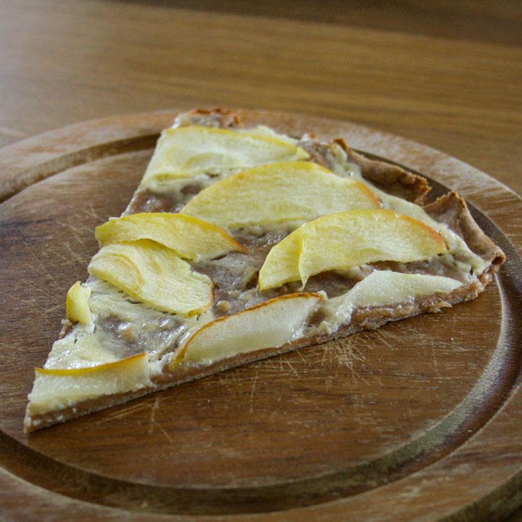 Vollkorn-Flammkuchen mit Äpfeln und Zimt - The Vegetarian Diaries