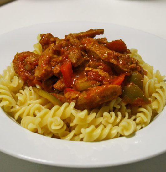 veganes Paprika-Gulasch mit Sojafleisch - The Vegetarian Diaries