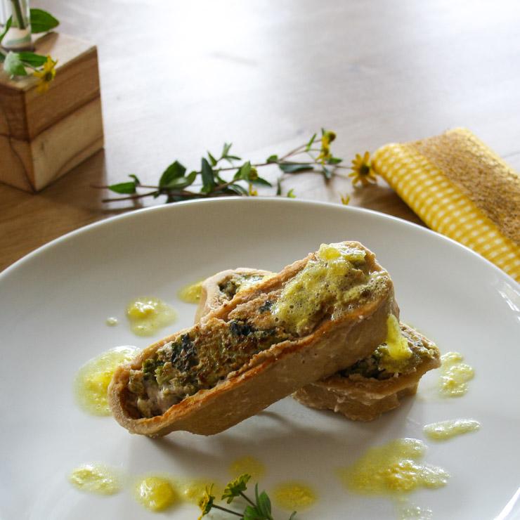 vegetarische Nudelrolle mit Wirsing-Walnuss-Füllung - The Vegetarian Diaries