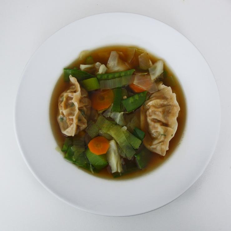 Gemüsesuppe mit selbstgemachten Dumplings - The Vegetarian Diaries