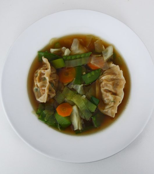 Suppe mit selbstgemachten Dumplings - The Vegetarian Diaries