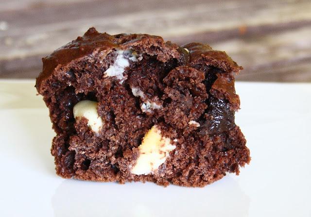 double chocolate muffins teigf rmchen mit wei er und zartbitterschokolade the vegetarian diaries. Black Bedroom Furniture Sets. Home Design Ideas