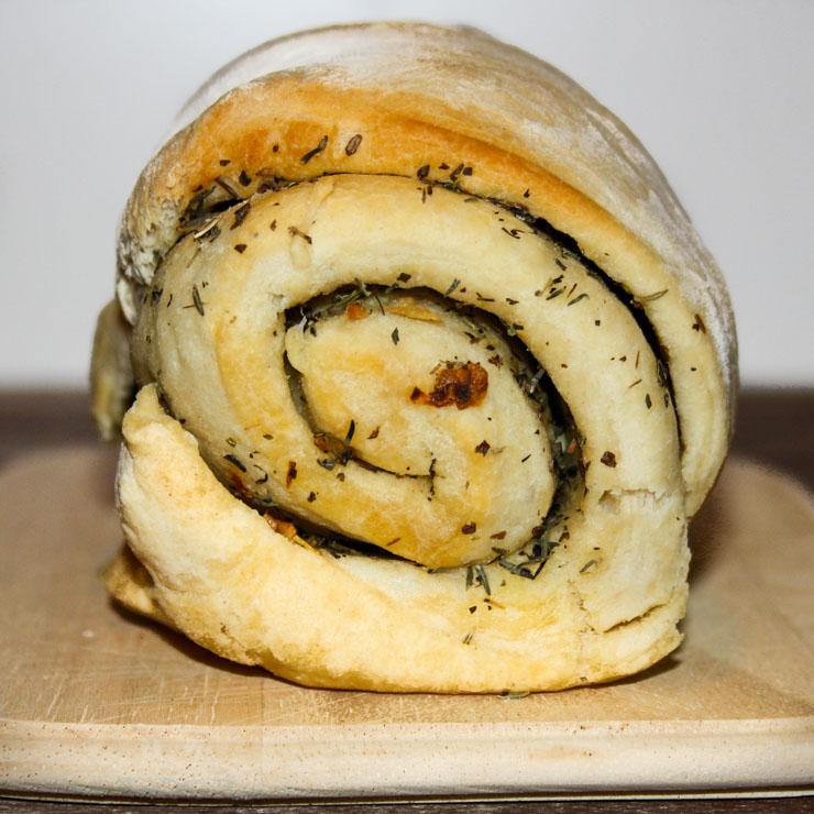 gerolltes Focaccia gefüllt mit Knoblauch - The Vegetarian Diaries