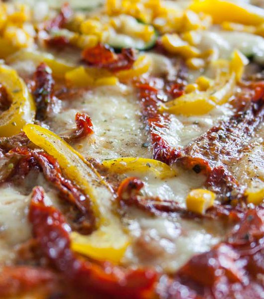 vegetarische Pizza mit getrockneten Tomaten - The Vegetarian Diaries