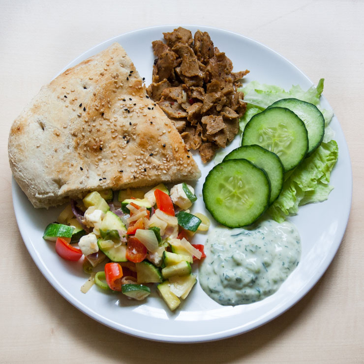 selbstgemachter vegetarischer Dönerteller - The Vegetarian Diaries