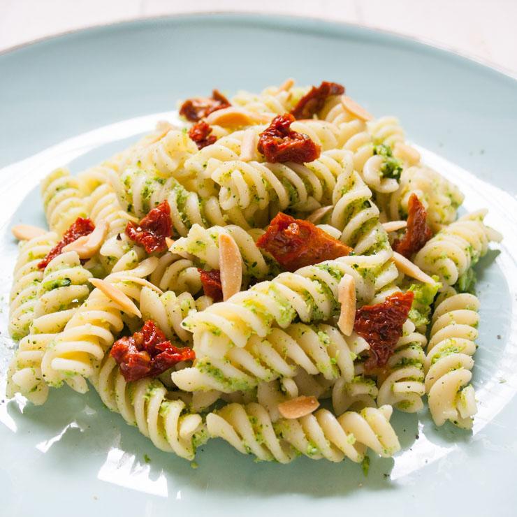 Nudeln mit Brokkoli-Creme - The Vegetarian Diaries