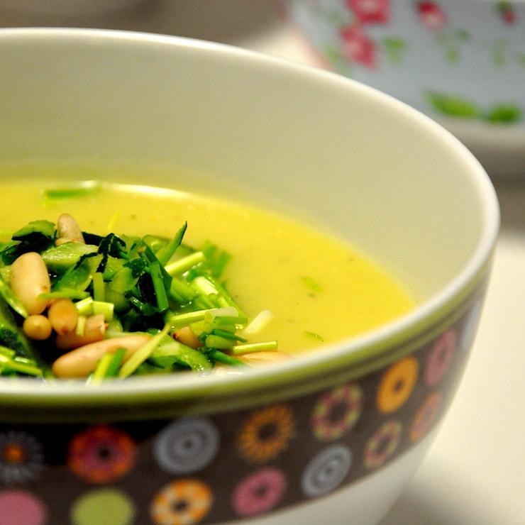 Zucchini-Kartoffelsuppe mit Pinienkernen - The Vegetarian Diaries