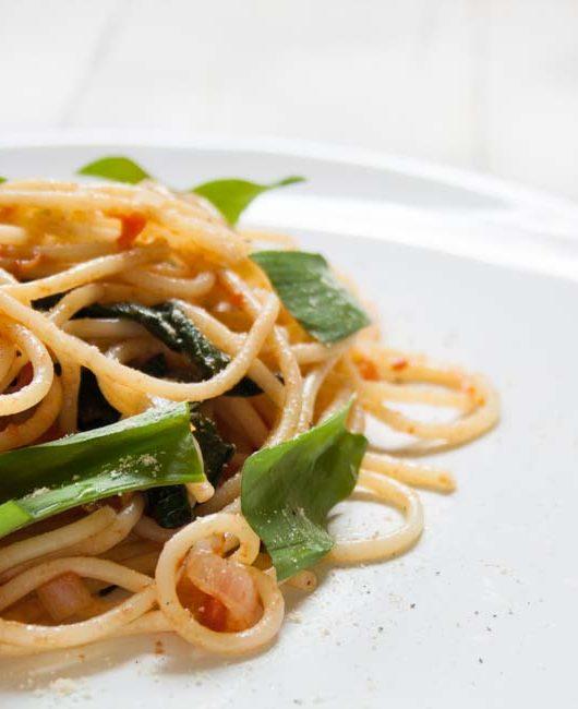 Spaghetti in einer Bärlauch-Tomaten-Soße - The Vegetarian Diaries