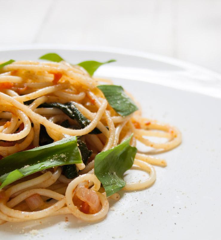 Spaghetti mit Bärlauch-Tomaten-Soße - The Vegetarian Diaries