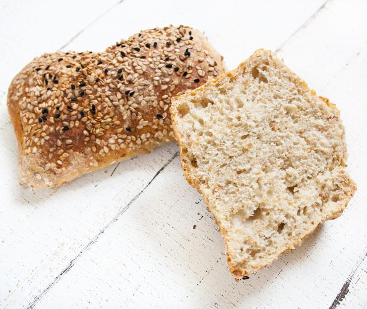 frische Mischbrötchen mit Roggenschrot - The Vegetarian Diaries