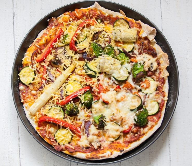 Pizza Vegetaria mit Spargel und Gemüse - The Vegetarian Diaries