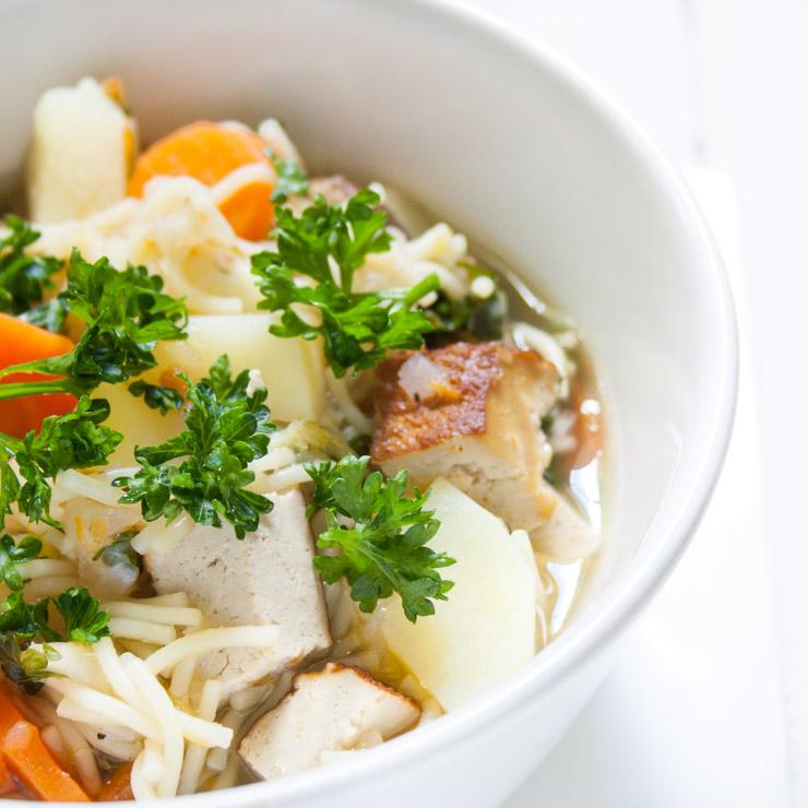 Räuchertofu-Gemüseeintopf mit Brühe - The Vegetarian Diaries