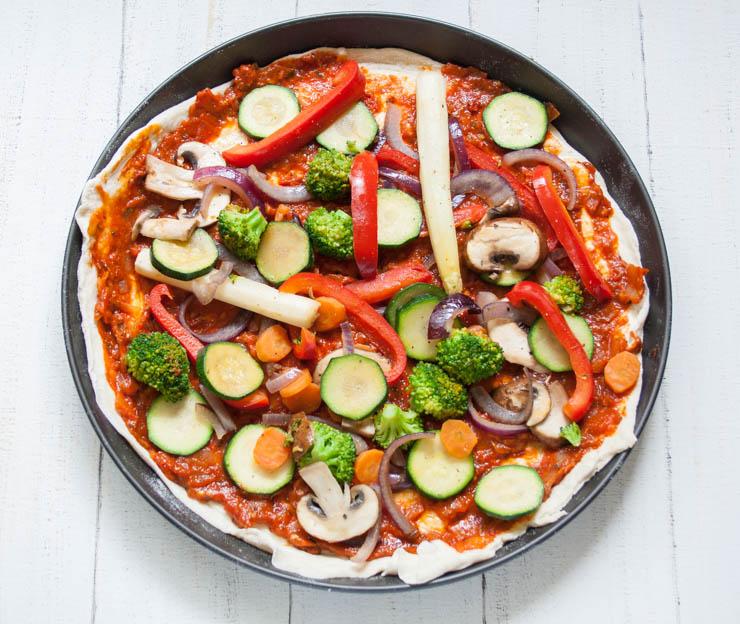 vegane Pizza Vegetaria mit Spargel - The Vegetarian Diaries