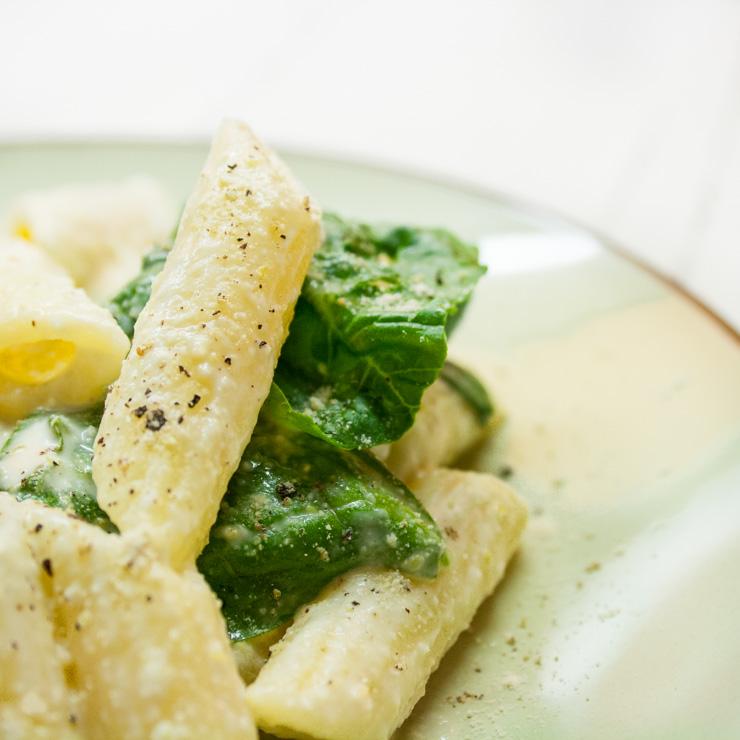 vegane Zitronennudeln mit Babyspinat - The Vegetarian Diaries