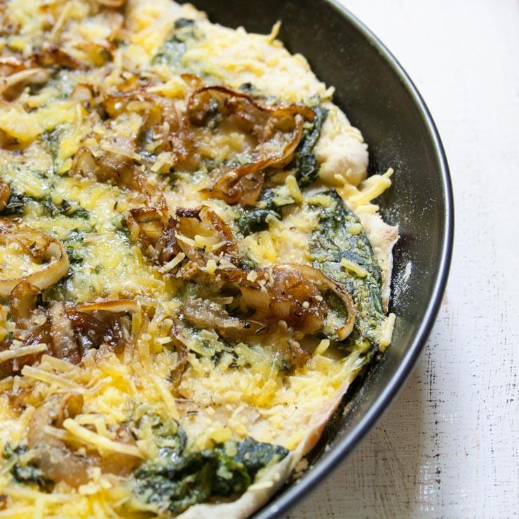 Pizza mit Seidentofu karamelisierten Balsamico-Zwiebeln - The Vegetarian Diaires