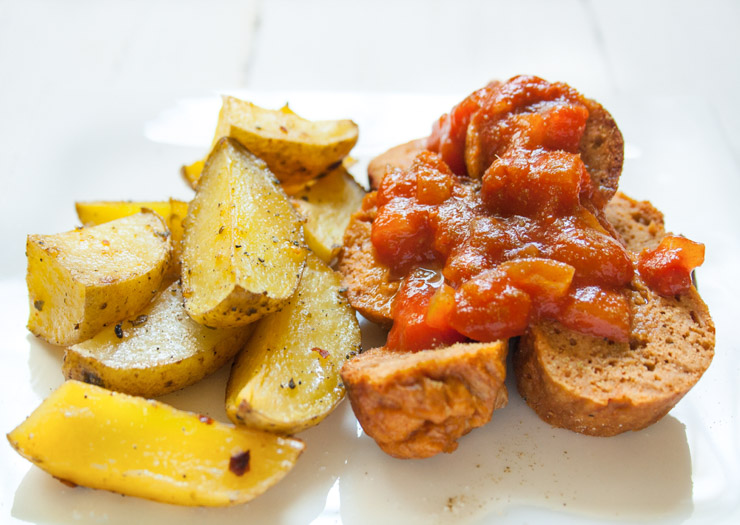 vegane Currywurst mit Potato-Wedges - The Vegetarian Diaries