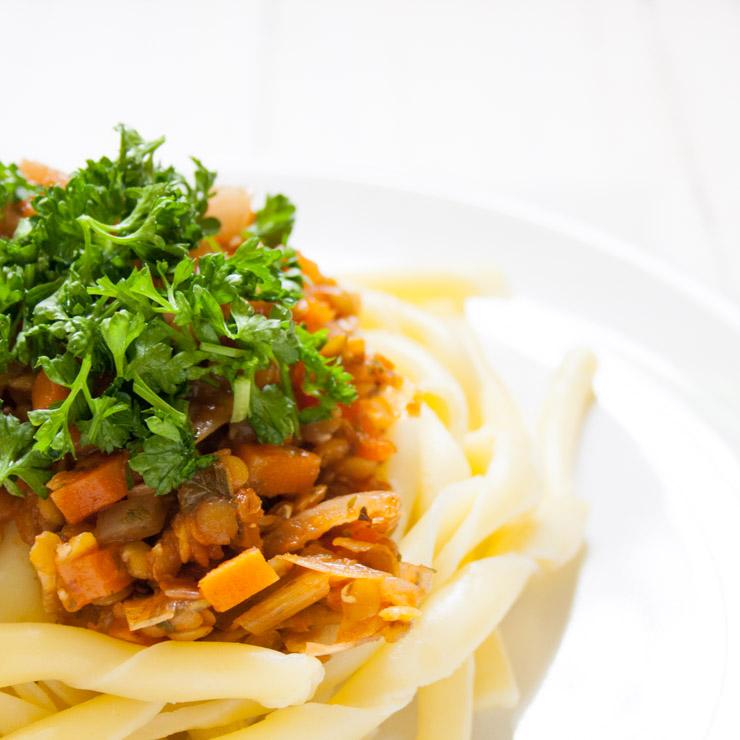 vegane Linsenbolognese mit Nudeln - The Vegetarian Diaries