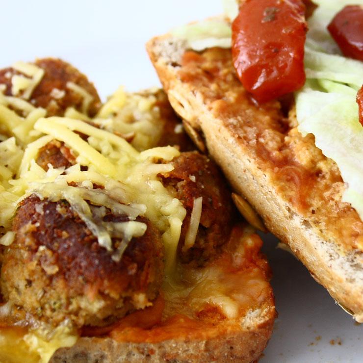 veganer Meatball Burger - The Vegetarian Diaries