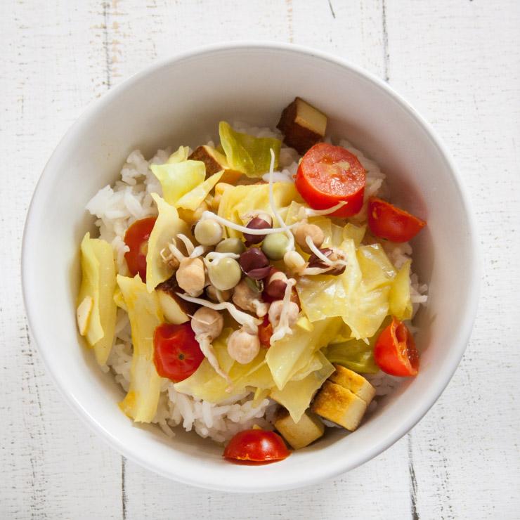 Räuchertofu-Reis mit Weißkohl - The Vegetarian Diaries