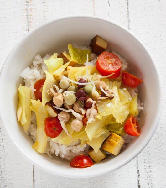Räuchertofu-Reis mit Weißkohl und Zitronengras - The Vegetarian Diaries