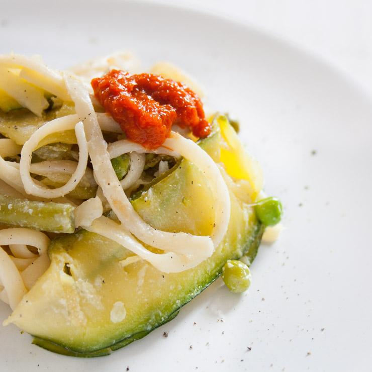 Zucchini-Pasta mit Ajvar - The Vegetarian Diaries