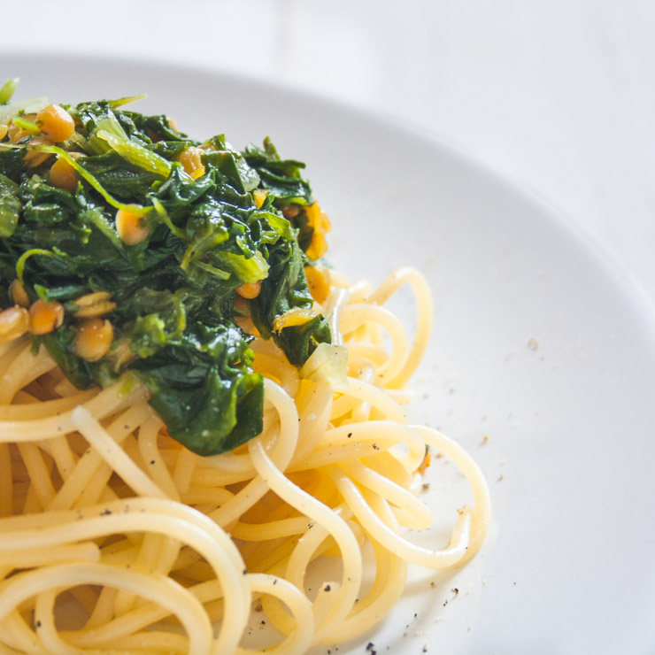 Spaghetti mit roten Linsen und Spinat - The Vegetarian Diaries