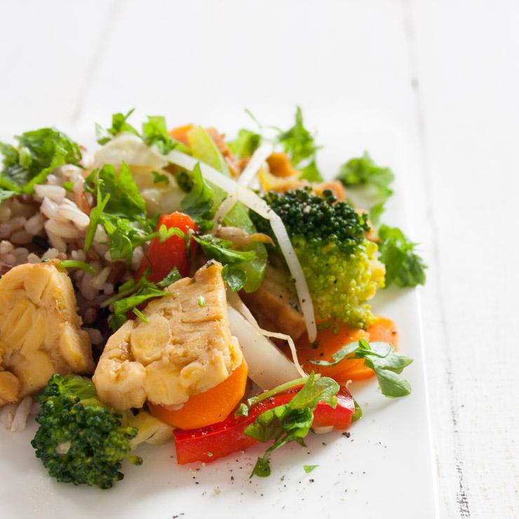 Orangen-Räucher-Tempeh mit Gemüse - The Vegetarian Diaries