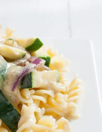 Nudeln in Erdnusssoße mit Zucchini - The Vegetarian Diaries