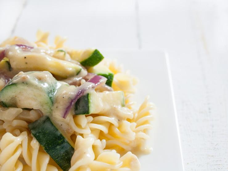Zucchini-Nudeln mit Erdnusssauce - The Vegetarian Diaries