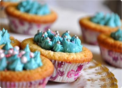 Kokos-Cupcakes mit weißer Schokolade