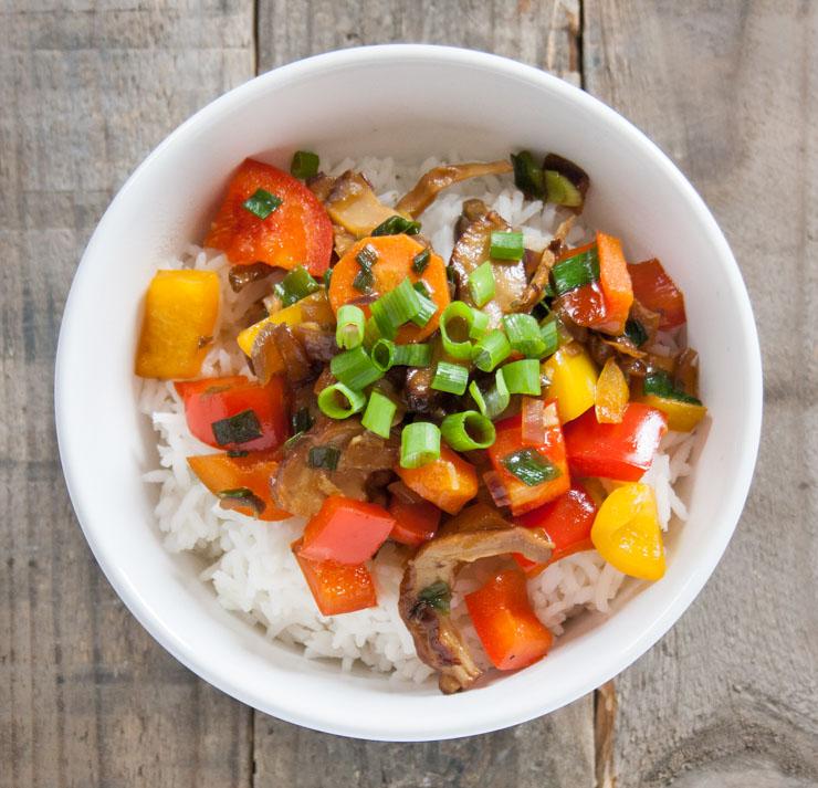 vegane BBQ-Ente mit Reis und Gemüse - The Vegetarian Diaries