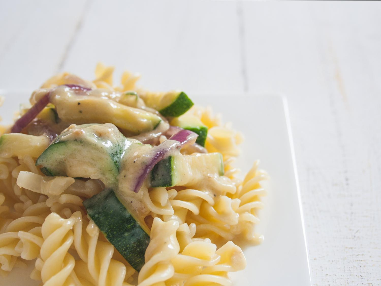 zucchini-nudeln-erdnuss