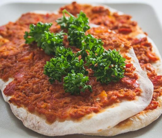Lahmacun - vegetarische türkische Pizza - The Vegetarian Diaries