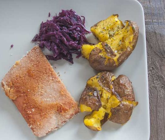 falsches Cordon bleu mit Rotkraut und Crushed Potatoes - The Vegetarian Diaries