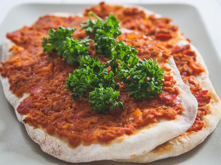 vegetarische türkische Pizza - Lahmacun - The Vegetarian Diaries