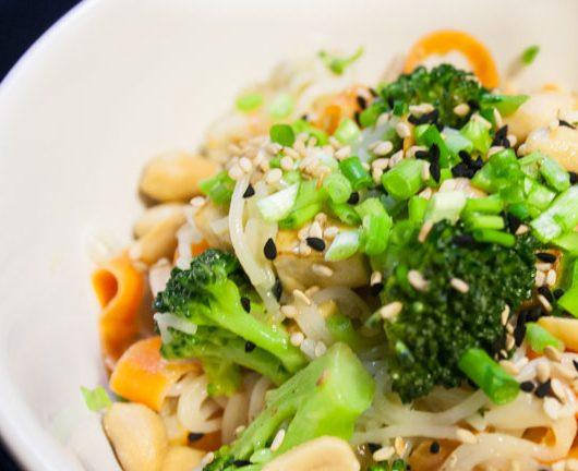 Pad Thai mit Tofu und Erdnüssen - The Vegetarian Diaries