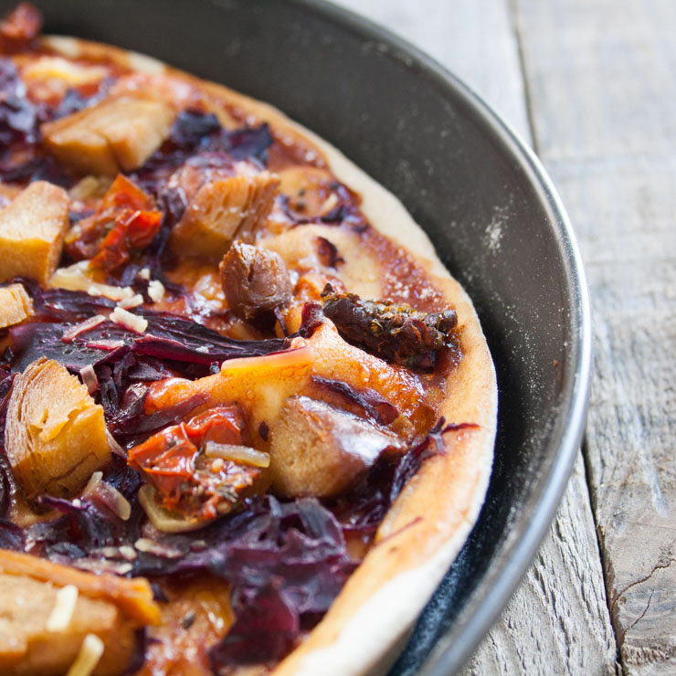 BBQ-Pizza mit Rotkraut und veganer Ente - The Vegetarian Diaries