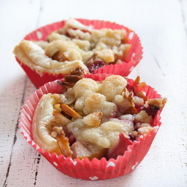 Erdbeer-Birnen-Crumble-Muffins - The Vegetarian Diaires