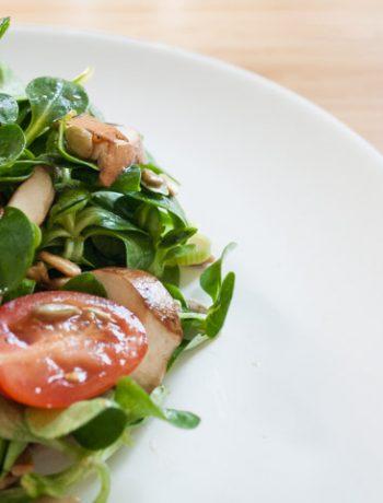schneller Feldsalat mit Champignons und Tomaten - The Vegetarian Diaries