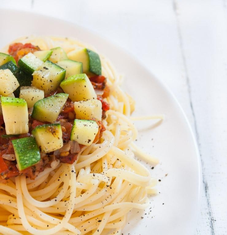 Rezept -Tomaten-Sugo mit Zucchiniwürfeln