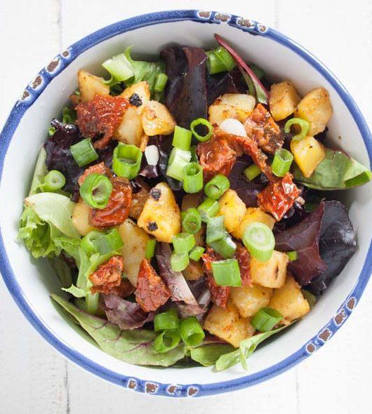 Kartoffelsalat mit frischem Salat - The Vegetarian Diaries