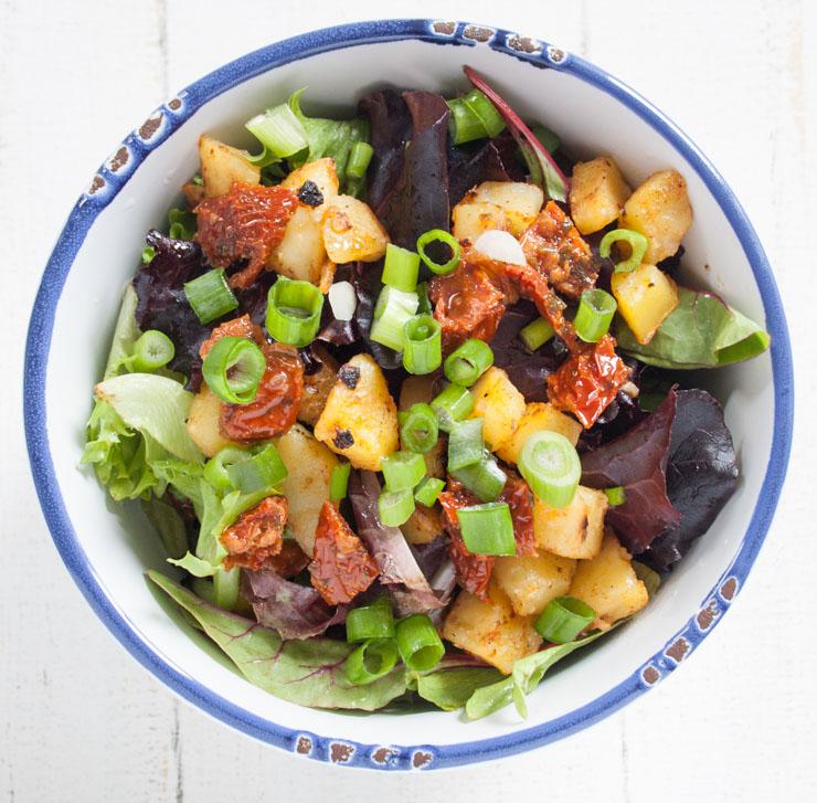 Kartoffelsalat mit grünem Salat - The Vegetarian Diaries