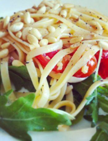 schnelle Pasta mit Rucola und Pinienkernen - The Vegetarian Diaries