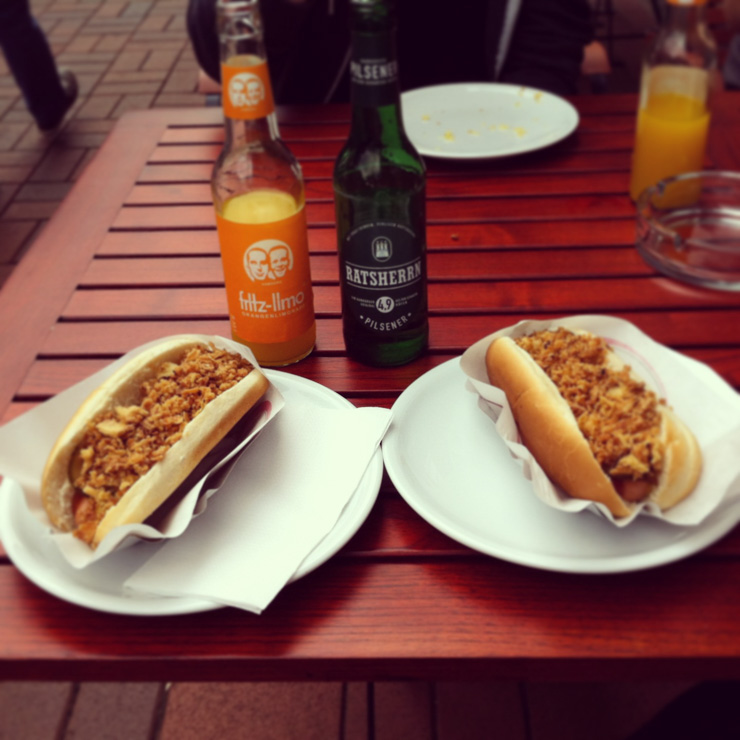 vegane Hot Dogs im Café Liberty - Hamburg - The Vegetarian Diaries